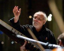 Maestro Frederick Renz conducting